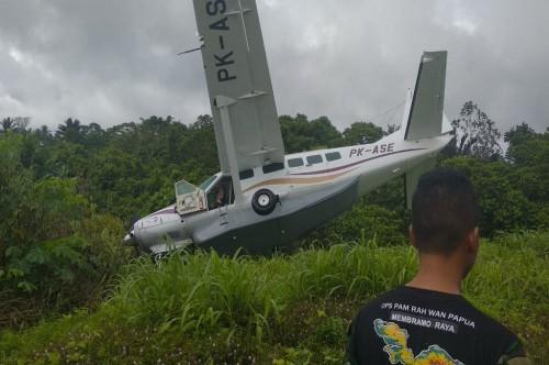 Pesawat Alfa Trans Dirgantara  tergelincir saat mendarat di