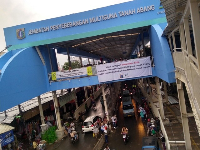 Suasana Sky Bridge Tanah Abang. Foto: Medcom.id/Kautsar Widya Prabowo