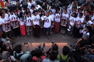 Myanmar Dituntut Bebaskan Dua Jurnalis Reuters