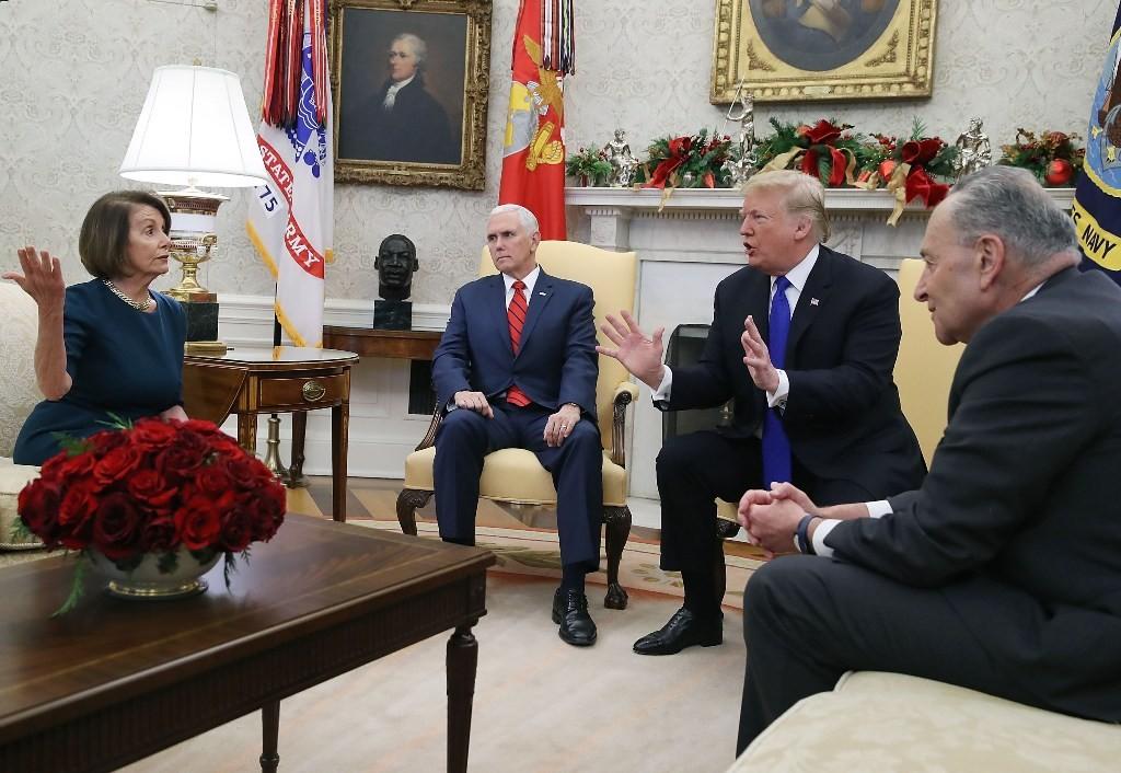 Perdebatan Presiden AS Donald Trump dan Senator Nancy Pelosi di Oval Office. (Foto: AFP)