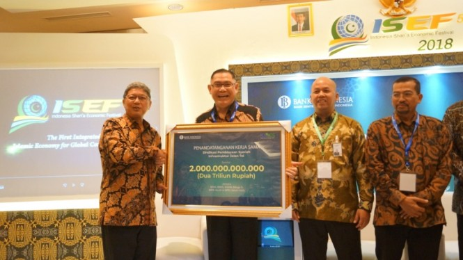 Deputi Gubernur Bank Indonesia Erwin Rijanto (kiri) bersama Direktur Utama BNI Syariah Abdullah Firman Wibowo (Foto: BNI Syariah)