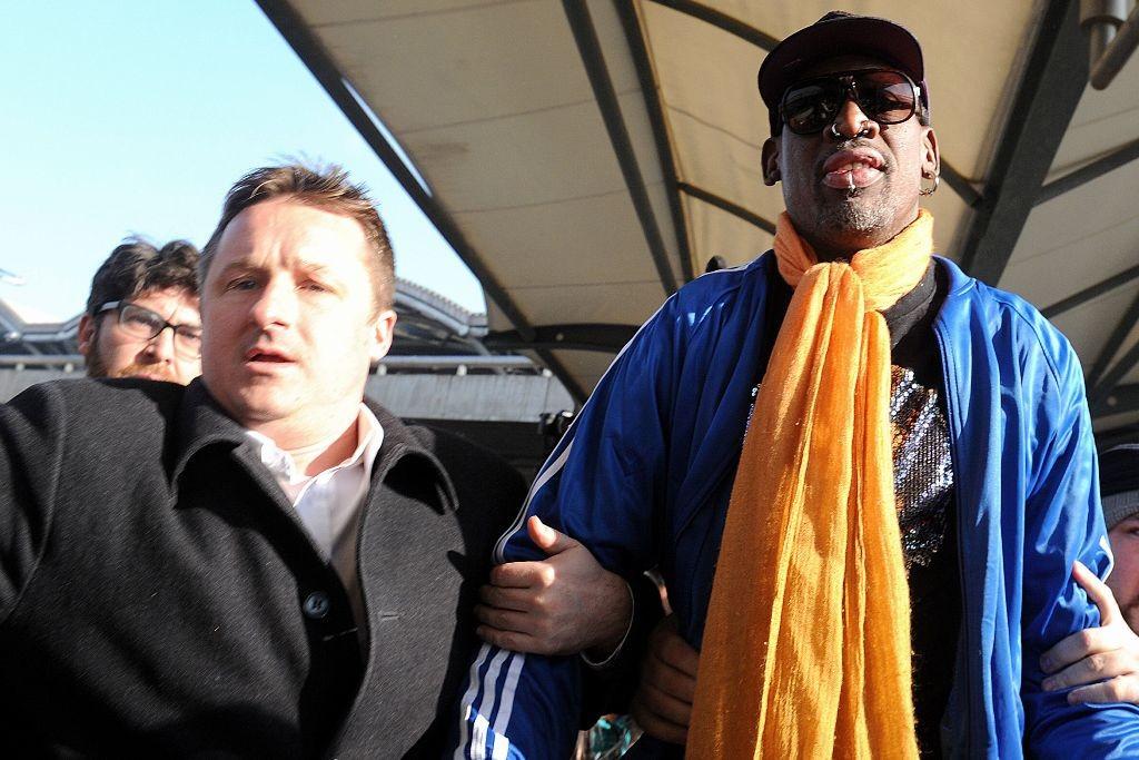 MIchael Spavor (kiri) ketika memfasilitasi Dennis Rodman berkunjung ke Korut. (Foto: AFP)