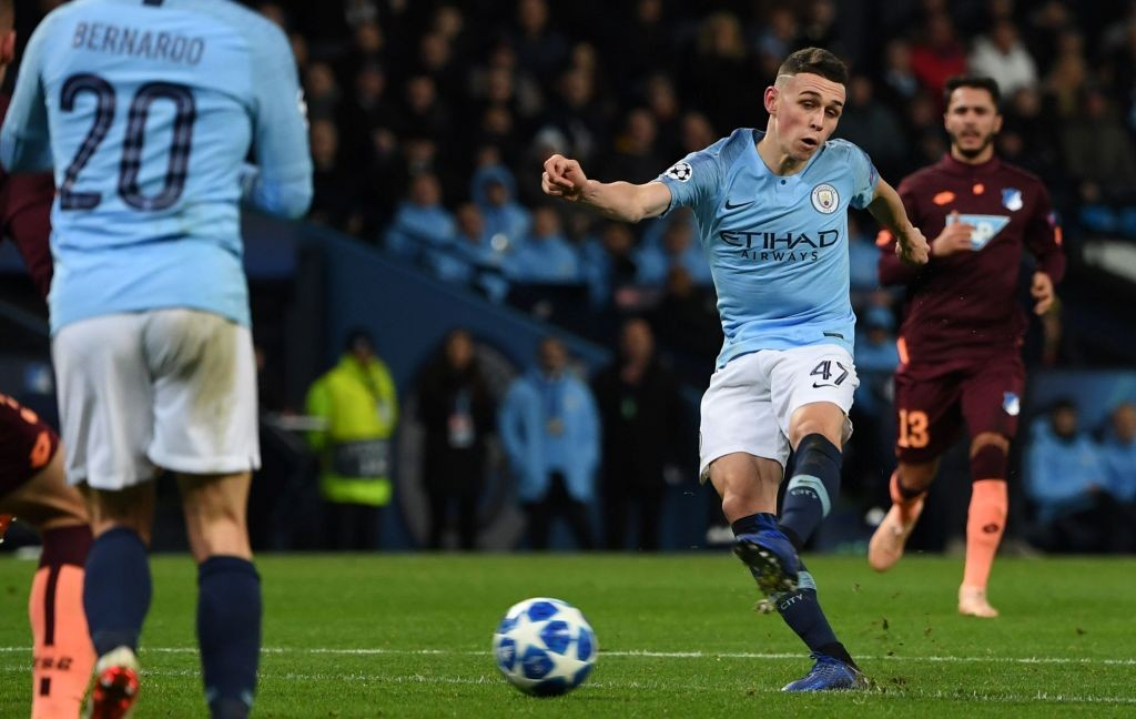 Phil Foden (kanan kedua) (Foto: AFP/Paul Ellis)