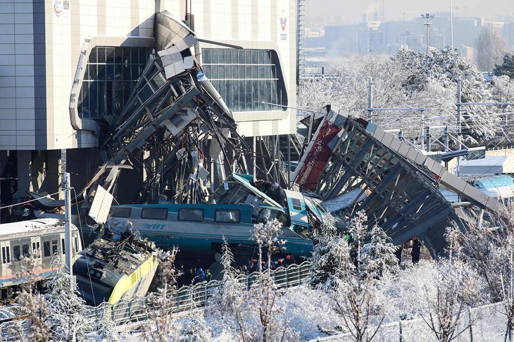 9 Orang Tewas dalam Kecelakaan Kereta Cepat di Turki