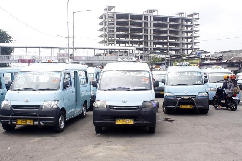 Ilustrasi angkutan umum. MI/Bary Fathahilah