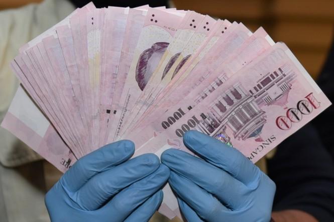 Ilustrasi: Uang dolar Singapura. Foto: Antara/Hafidz Mubarak