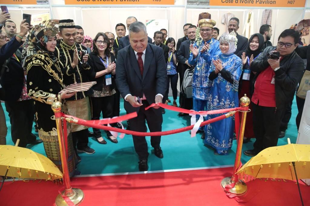 Dubes RI untuk Mesir Helmy Fauzy membuka Paviliun Indonesia. (Foto: Dok. KBRI Kairo)