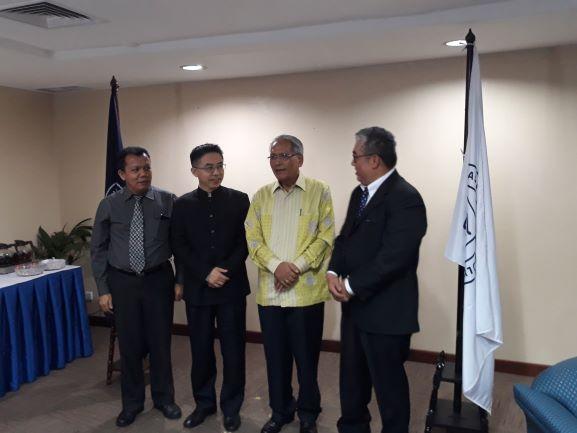 Rektor Universitas Prasetiya Mulya, Djisman Simandjuntak (kedua dari kanan) usai Wisuda mahasiswa di Jakarta, Medcom.id/Citra Larasati.