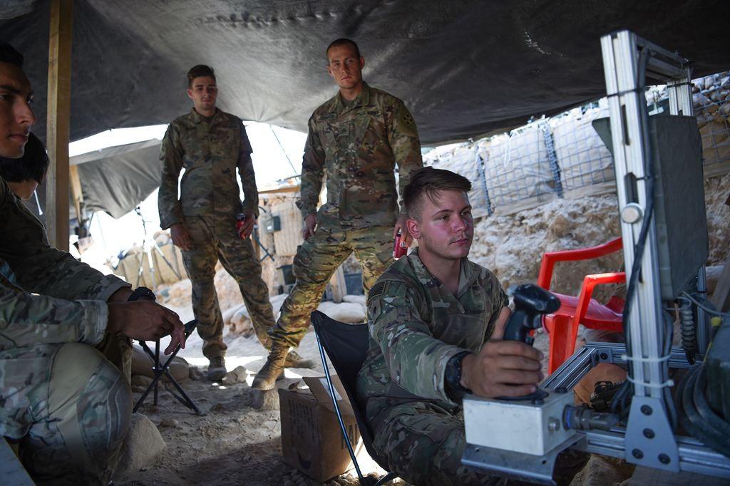 Pemerintah AS mendesak penghentian sementara perekrutan militer AS yang transgender. (Foto: AFP).
