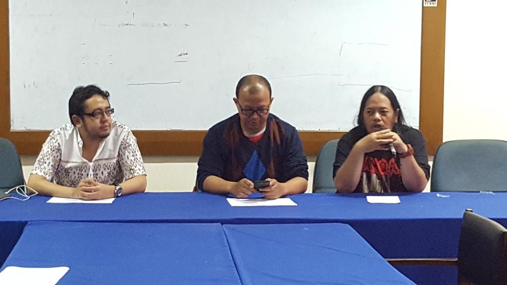 Eko Noer Kristiyanto (kiri), Emerson Yuntho (tengah), Ignatius Indro (kanan) saat menggelar diskusi terkait pengaturan skor di Indonesia (Foto: medcom.id/Gregorius Gelino)