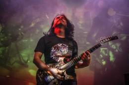 Kisah Dewa Budjana Akrab dengan Mantan Gitaris Red Hot Chili