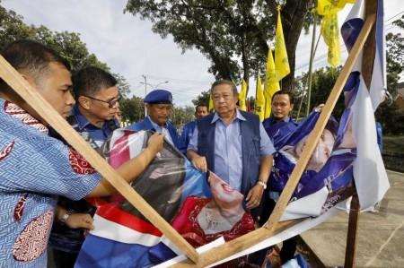 Baliho dan Bendera Partai Demokrat di Riau Dirusak