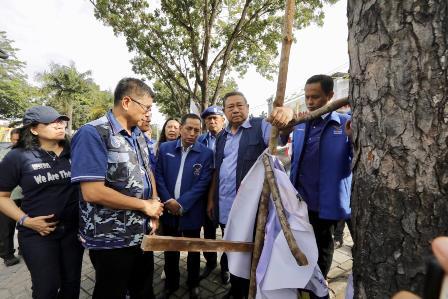 SBY Perintahkan Copot Baliho dan Bendera Demokrat