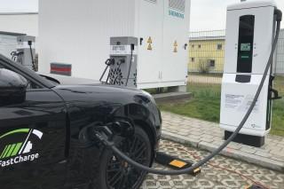 BMW & Porsche Punya Charger Lebih Canggih dari Tesla