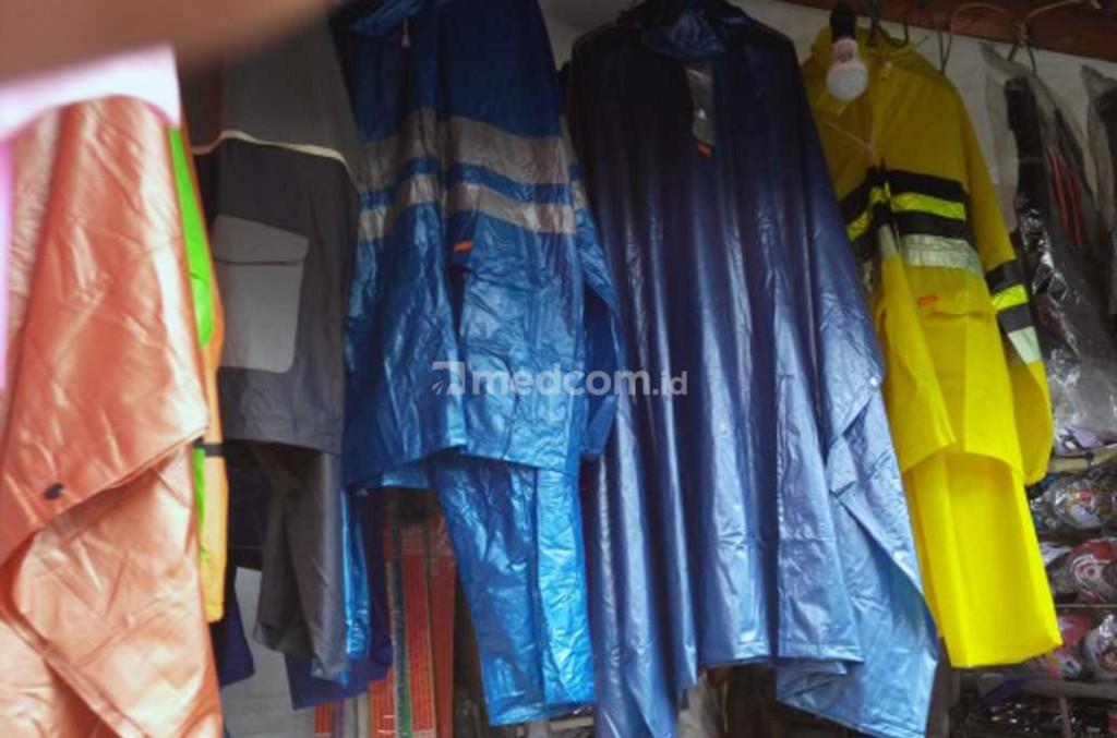 Beragam jenis jas hujan yang dijual di pasaran. Medcom.id/Fitra Iskandar