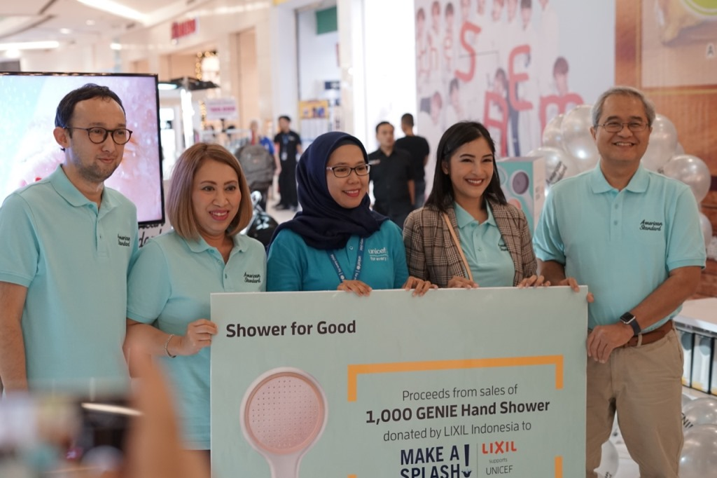 LIXIL mendonasikan hasil penjualan seribu unit GENIE Hand Shower melalui UNICEF pada program Make A Splash (Foto:Medcom.id/Anggi Tondi Martaon)