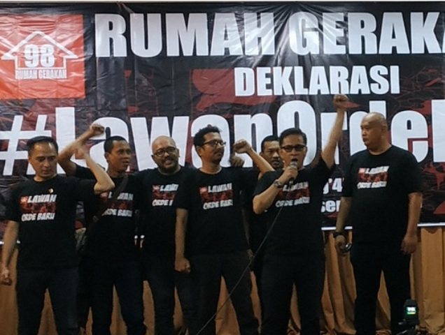 Ketua umum rumah gerakan 98, Bernard Haloho saat berorasi--Medcom.id/Ilham Pratama Putra.