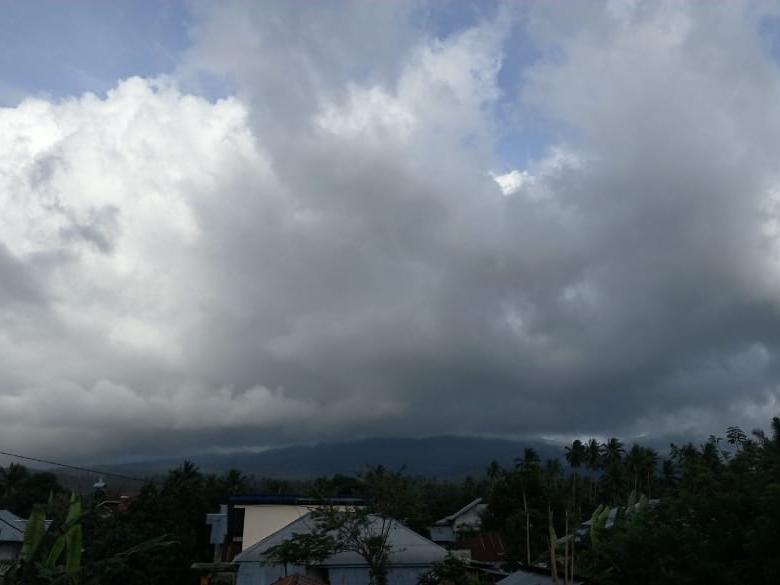 Penampakan Gunung Soputan, dari pos pemantau pada Minggu, 16 Desember 2018, pukul 15.38 Wita. Istimewa/Pos Pemantau Gunung Soputan