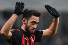 Milan Ingin Tukar Calhanoglu dengan Fabregas