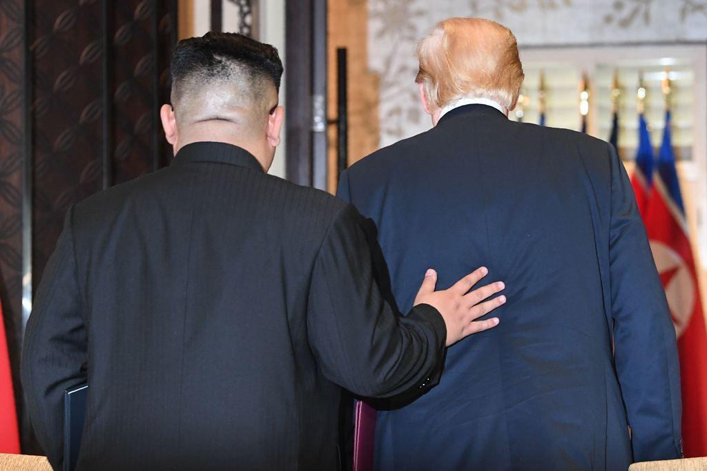 Pemimpin Korut Kim Jong-un (kiri) dan Presiden AS Donald Trump (kanan). (Foto: AFP).