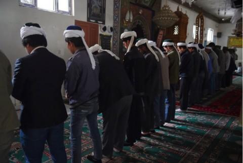 Warga Uighur Didoktrin Paksa Cinta Partai Komunis