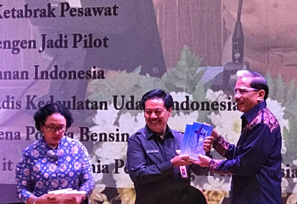 Mantan Kepala Staf TNI Angkatan Udara Marsekal (Purn) Chappy Hakim (kanan). Foto: Istimewa