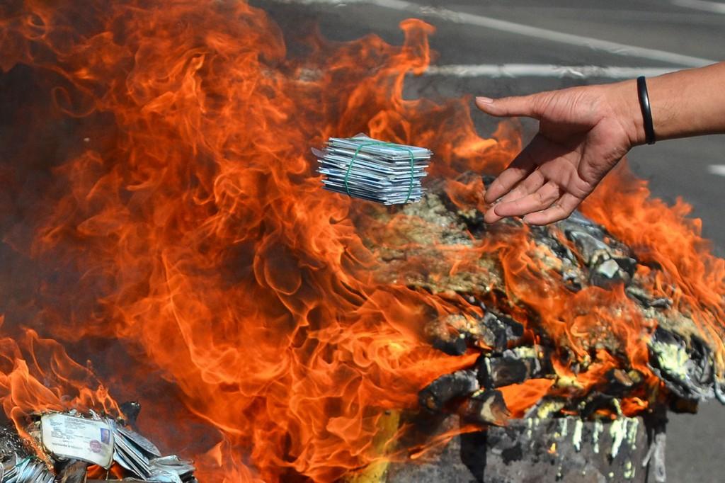 Puluhan Ribu KTP Elektronik Rusak Dimusnahkan