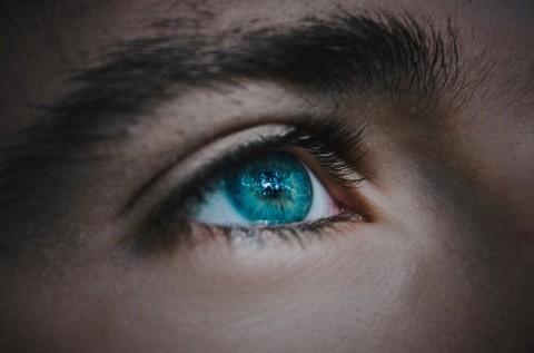 Lima Risiko yang Dialami Pengguna Lensa Kontak