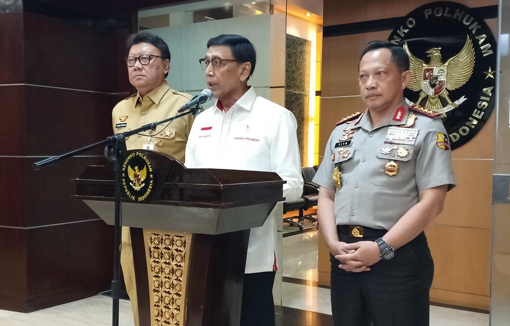 Menko Polhukam Wiranto (tengah) menyampaikan sikap pemerintah atas aksi KKB di Papua. Foto: Medcom.id/Cindy