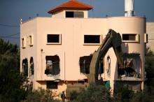 Tentara Israel Hancurkan Rumah Warga Palestina