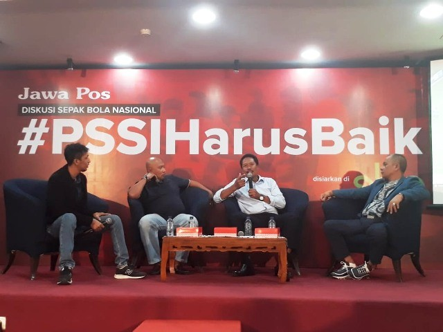 Bambang Suryo (dua dari kiri) saat membeberkan nama-nama yang terlibat <i>match fixing</i> di diskusi #PSSIHarusBaik-Medcom.id/Amaluddin