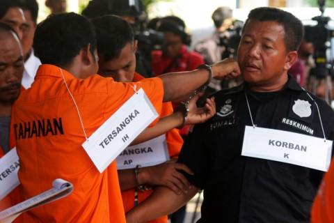 Tersangka Bantah Satu Adegan Rekonstruksi Pengeroyokan TNI di Ciracas
