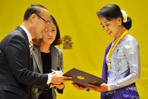 Penghargaan untuk Aung San Suu Kyi Kembali Dicabut