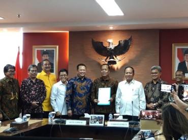 Bamsoet Terima SK Pendirian Universitas Perwira Purbalingga