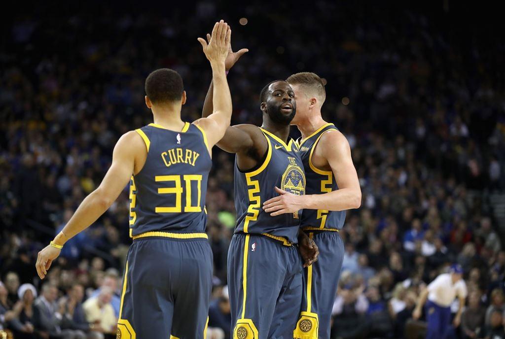 Pemain Golden State Warriors merayakan kemenangan mereka (AFP/Ezra Shaw)