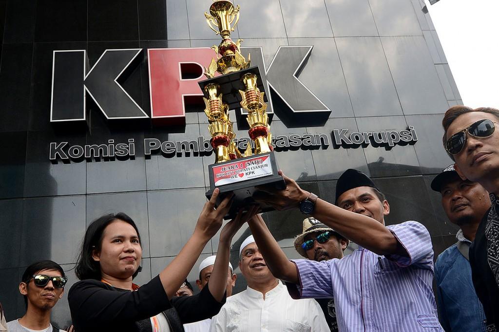 OTT Bupati Cianjur, KPK Dapat Piala dari Warga
