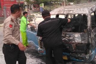 Angkutan Umum Terbakar Usai Isi Bahan Bakar