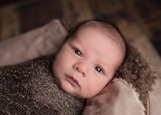 Cara Jitu Membedung Bayi dengan Benar
