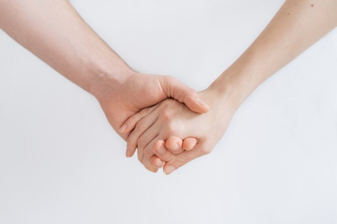 Pencapaian orgasme atau meledak dari perempuan setidaknya lebih lama 3 hingga 10 kali dibandingkan dengan laki-laki (Foto: Roman Kraft/Unsplash.com)