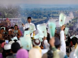<i>Ketika Seorang Nenek Mengaku Janda ke Jokowi</i>