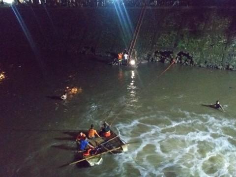Pemancing Tenggelam di Kali Baru Pasar Rebo
