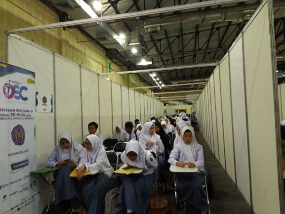 Peserta OSC bersiap mengikuti tes tulis yang digelar secara offline di Balai Kartini, Jakarta, Kamis, 20 Desember 2018, Medcom.id/Intan Yunelia.