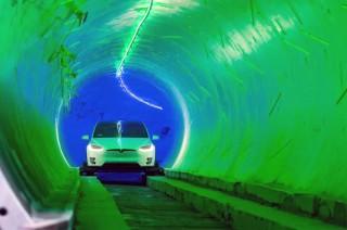 Elon Musk Uji Coba Terowongan Loop Pakai Tesla Model X Otonom