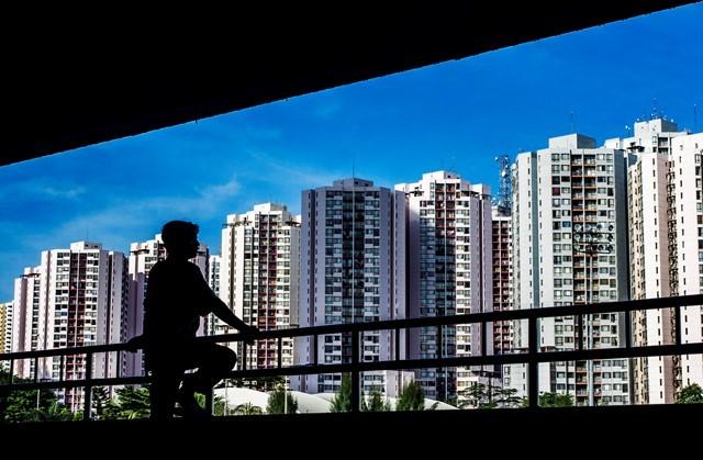 Dereten gedung apartemen di salah satu sudut Jakarta. Jumlah unit apartemen yang terjual pada sepanjang 2018 adalah terendah dalam 10 tahun terakhir.Antara Foto/Galih Pradipta