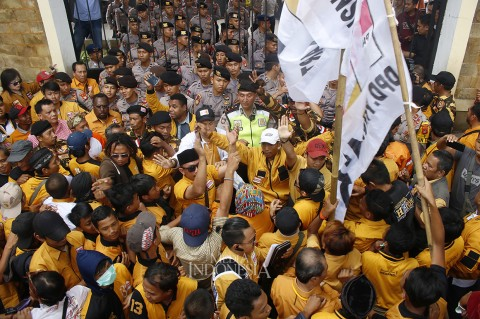 Ratusan Kader Hanura Geruduk Kantor KPU