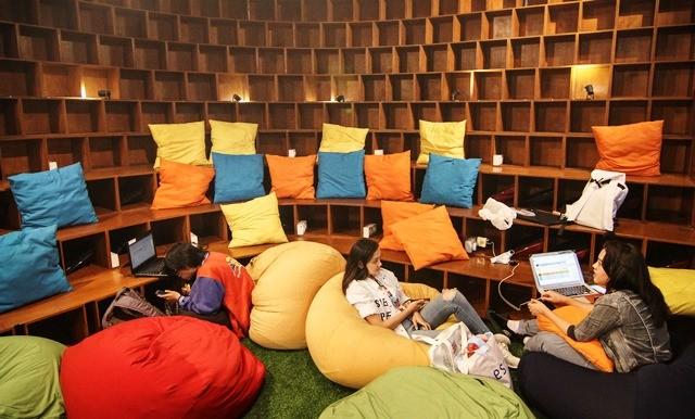 Suasana interior sebuah co-working space di kawasan Setiabudi, Jakarta Selatan. Antara Foto/Dhemas Revianto