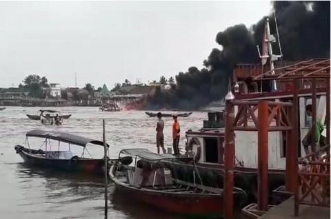 Kapal Terbakar di Sungai Musi bukan Milik Pertamina