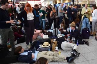 Bandara Ditutup, Polisi Inggris Pertimbangkan Tembak Drone