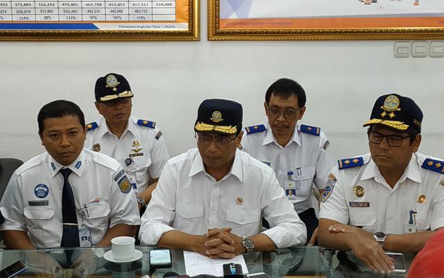 Menteri Perhubungan Budi Karya Sumadi (tengah). Foto: Medcom.id/Ilham Pratama.