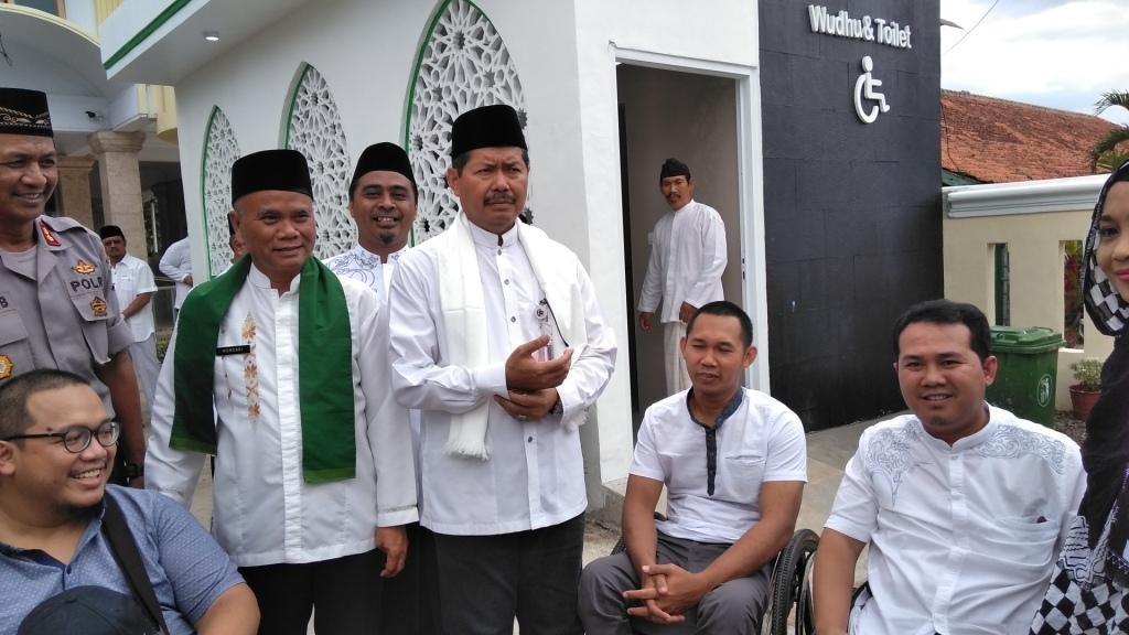 Wali Kota Jakarta Selatan Marullah Matali meresmikan fasilitas wudu dan toilet ramah disabilitas di Masjid El-Syifa. Foto: Medcom.id/M Syahrul Ramadhan.